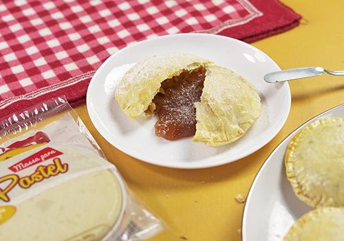 Pastel Pablitos com recheio de marmelada